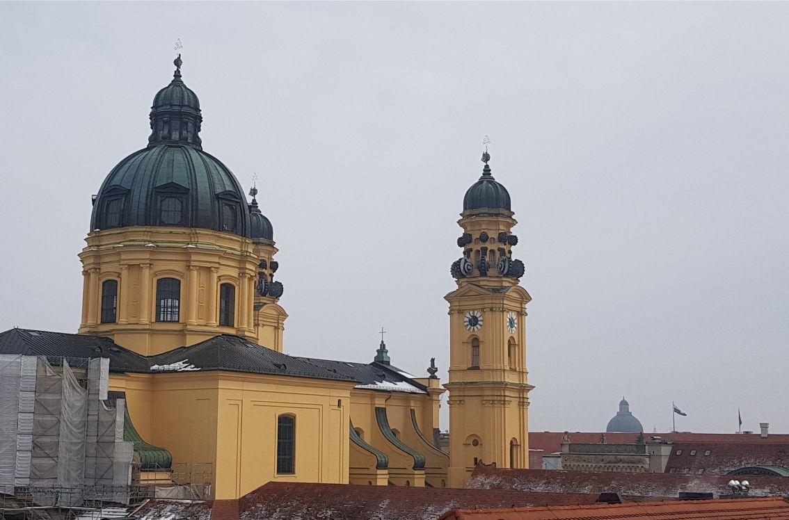 Theatinerkirche München vom Lovelace Hotel aus