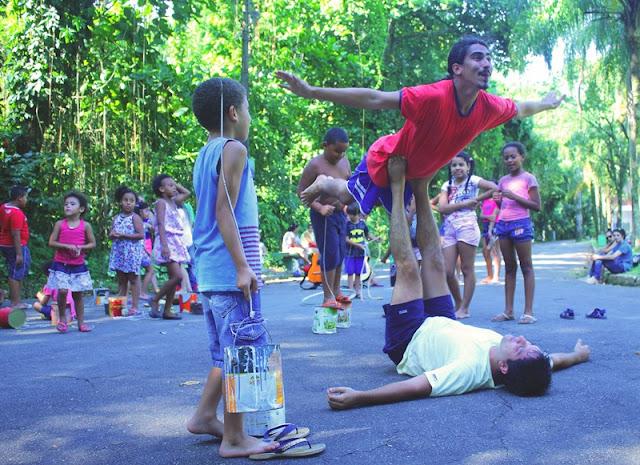 Teatro Wídia encena 'Meu Quintal é Maior do que o Mundo' para crianças em Pariquera-Açu