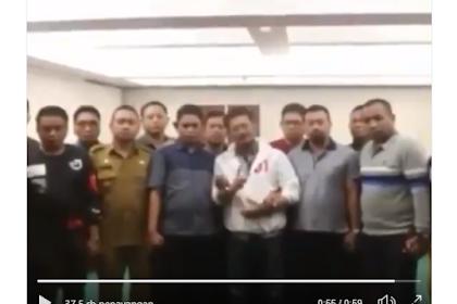Lagak Preman Mantan Gubernur Sulsel dan 15 Camat Dukung Petahana. Warganet: Lawan Dengan Coblos 02!