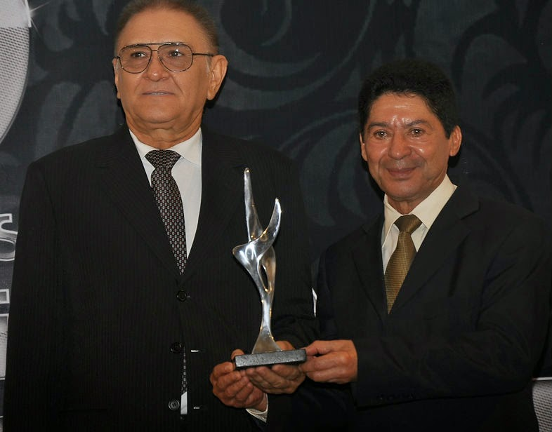 65410fb980b23 José Arteiro (D) e o seu vice, Vilson Maia, que serão reconduzidos ao  comando da Federação do Comércio nesta terça-feira, na festa dos 60 anos da  entidade.