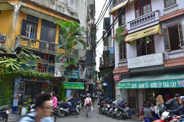 Enjoy the beautiful sceneries of Vietnam through the travel 1