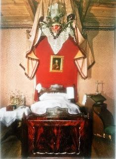 Pałac w Ożarowie - sypialnia pani domu