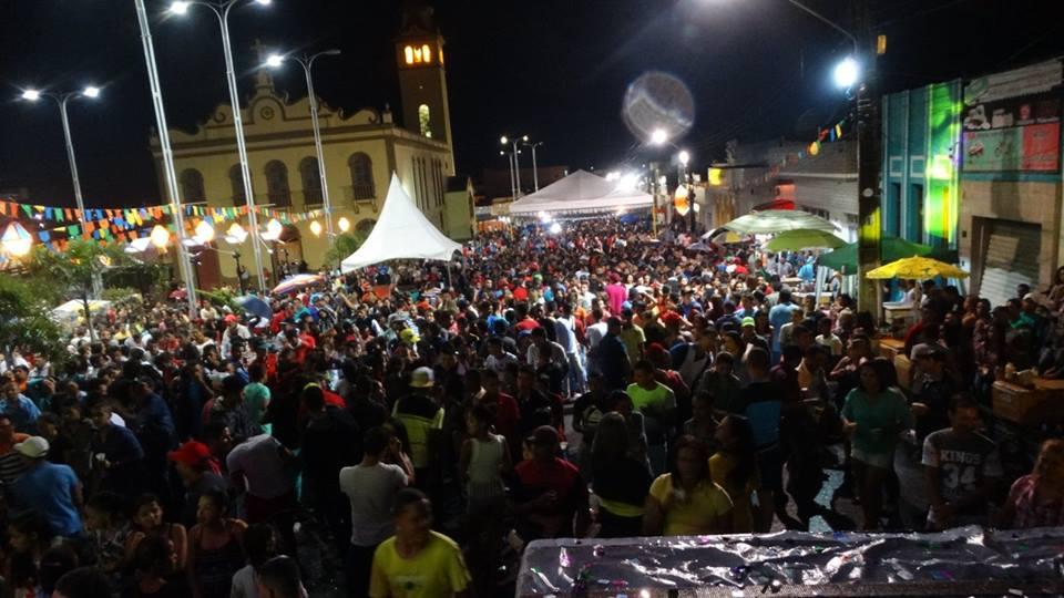 A menos de 15 dias para o mês de junho, a população de São Joaquim do  Monte, aguarda ansiosa para saber a informações sobre os festejos juninos  na cidade. 62a0458c4f