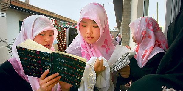 China Didesak Bebaskan Anak-Anak Uighur