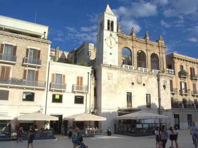 centrum starego miasta w Bari, spacer po mieście
