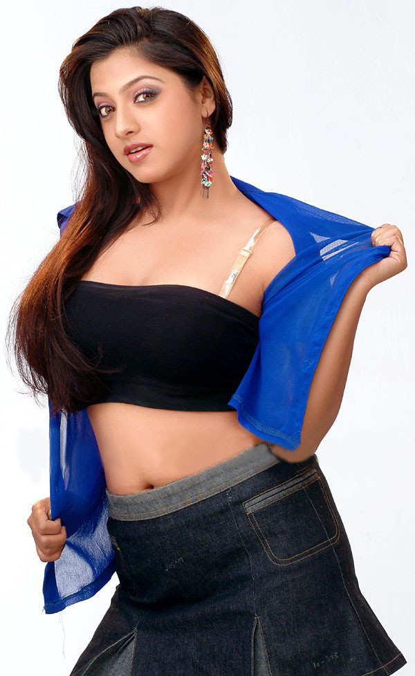 Keerthi Chawla cleavage and navel show in blue