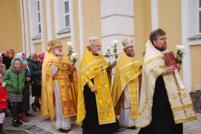 Прот. Вадим Лебедь та інші священики