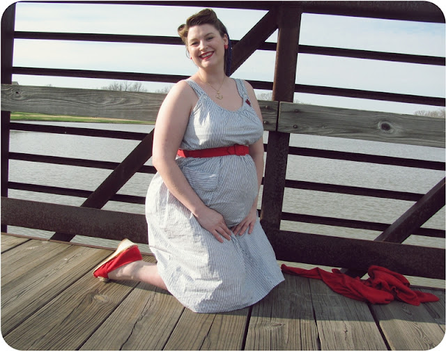retro maternity fashion via Va-Voom Vintage