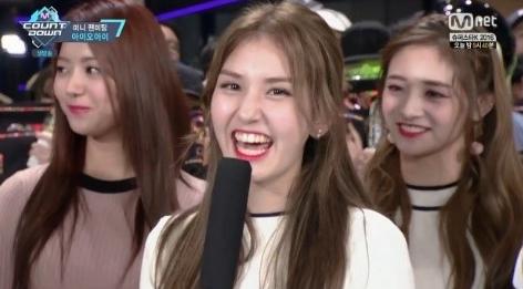 Ketika Disuruh Pilih Lagu Antara Ciptaan JYP dan Jinyoung Jawaban Jeon Somi