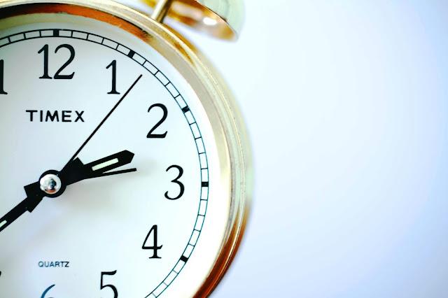 Nekada se pitam da li vreme uopšte postoji i kako da znamo koji sat je tačan