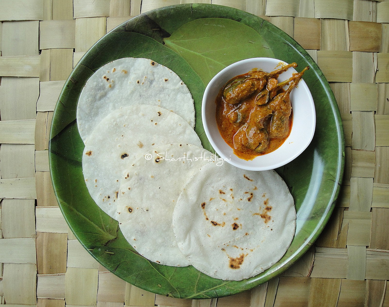 HOW TO MAKE AKKI ROTI MALNAD STYLE,HOW TO MAKE MALNAD AKKI ROTI, HOW TO MAKE SOFT RICE ROTI ,HOW TO MAKE TANDLACHI BHAKRI , HOW TO MAKE ARI PATHIRI