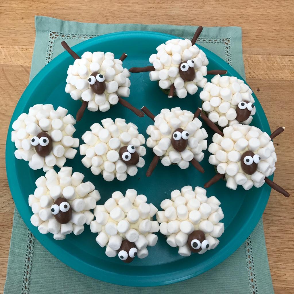 p tisserie nadine schaf cupcakes nicht nur zu ostern. Black Bedroom Furniture Sets. Home Design Ideas