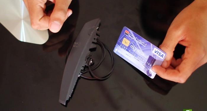 خطير هكذا تسرق معلومات اي بطاقة مصرفية بإستعمال ادوات منزلية فقط وجرب بنفسك !