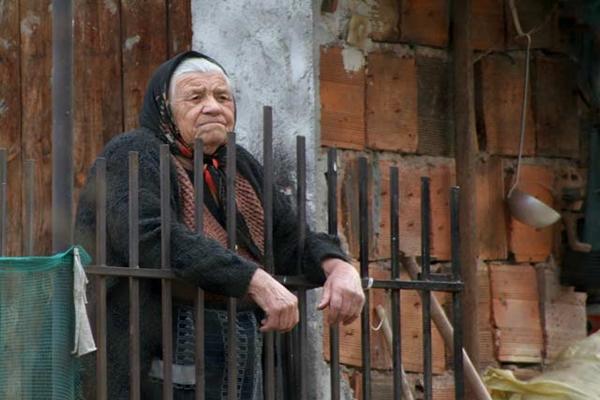 Изповед на една вдовица: Няма нощ, в която  да не са влизали в двора ми и да не са откраднали или разрушили нещо