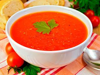 Sopa de tomate vegana