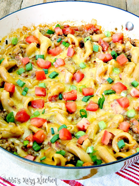One Pot Cheeseburger Macaroni - Toss that box in the trash! This Cheeseburger Macaroni is done in less than 30 minutes, and tastes 100 times better! From www.bobbiskozykitchen.com