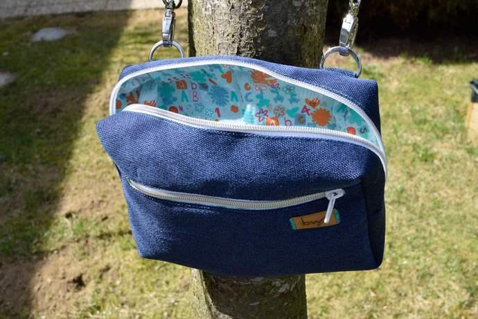 Geöffnete Hüfttasche: türkis-bunte Baumwolle ohne Innenfächer