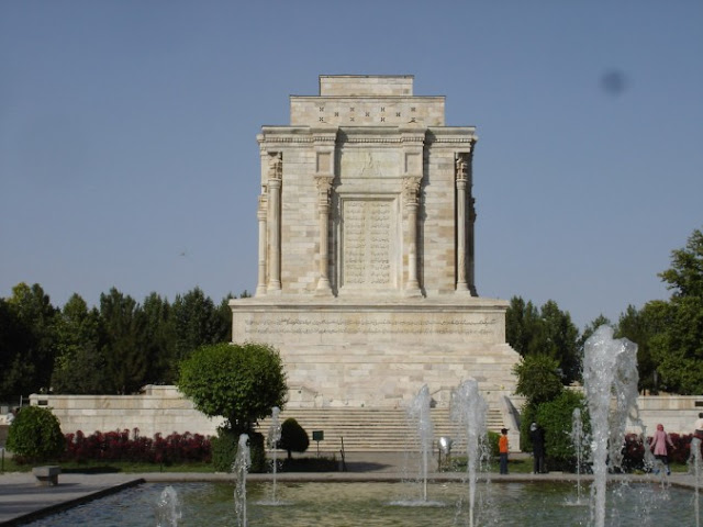 Le mausolée de Ferdowsi, Tus