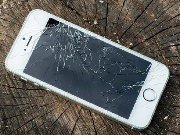 thay man hinh iphone se