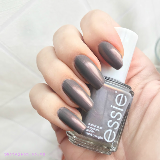 essie-winter-2017-social-lights-review-swatch