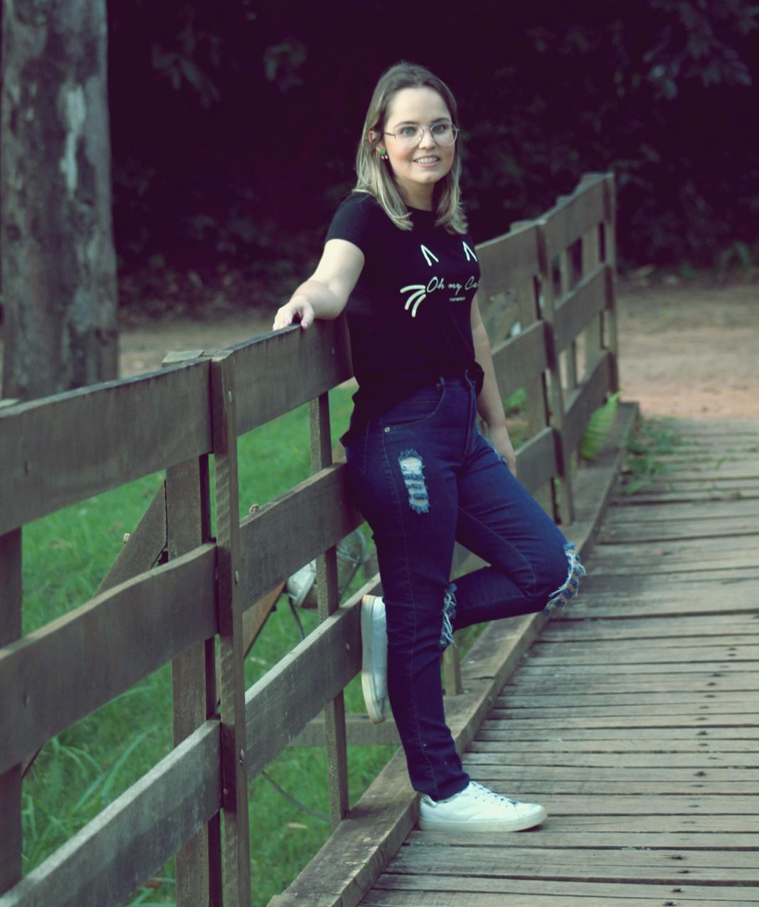 jeans com camiseta divertida