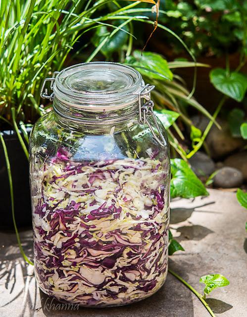 jar of sauerkraut fermenting