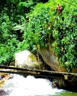 Salto na Cachoeira do Tarzan, Paraty