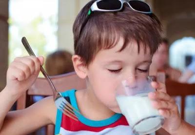 Manfaat Sarapan Dan Segelas Susu Untuk Anak