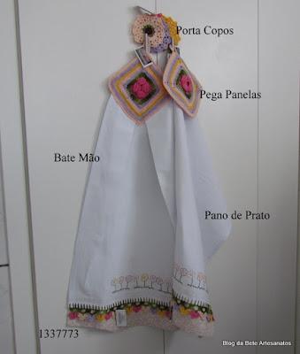 Kit Cozinha contendo Pano de Prato, Bate Mão, Pega Panelas e Porta copos em tecido e Crochê.
