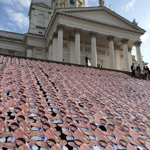 Thousands of shots of Nicki Minaj appeared on the steps of the Cathedral in Helsinki
