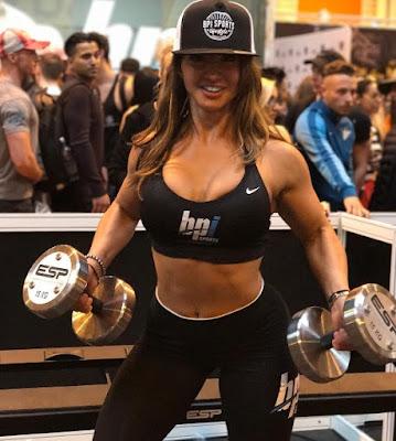 Andreea Tina lifting weights