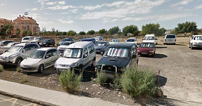 Rob las cuatro ruedas de un coche en un parking de tierra de sonneland - Gran canaria tv com ...