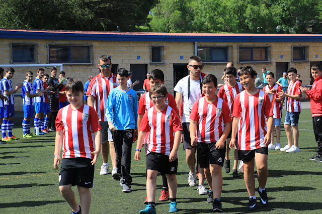 homenaje por el ascenso del Sporting de Lutxana