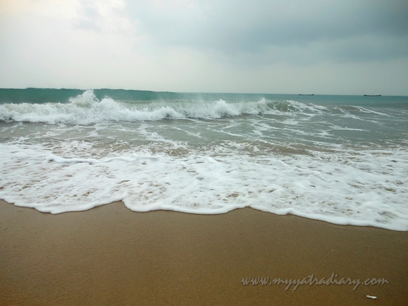 Huge waves at Dhanushkodi Beach, Rameshwaram