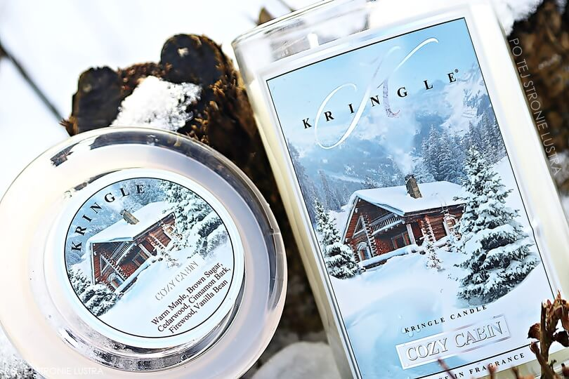 świeca kringle candle cozy cabin na śniegu