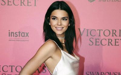 Nyaris Bugil, Kendall Jenner Tampil Seksi dengan Lingerie Ini