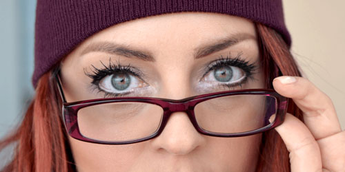 maquillaje para que tus ojos parezcan más grandes con gafas