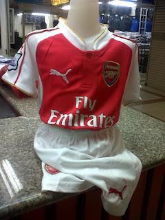 gamabr desain terbaru photo foto kamera Jersey kids Arsenal home terbaru musim 2015/2016 kualitas grade ori di enkosa sport toko online jersey bola terpercaya