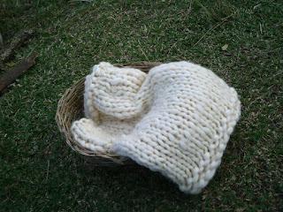 manta tricotada em lã de ovelha na cor natural