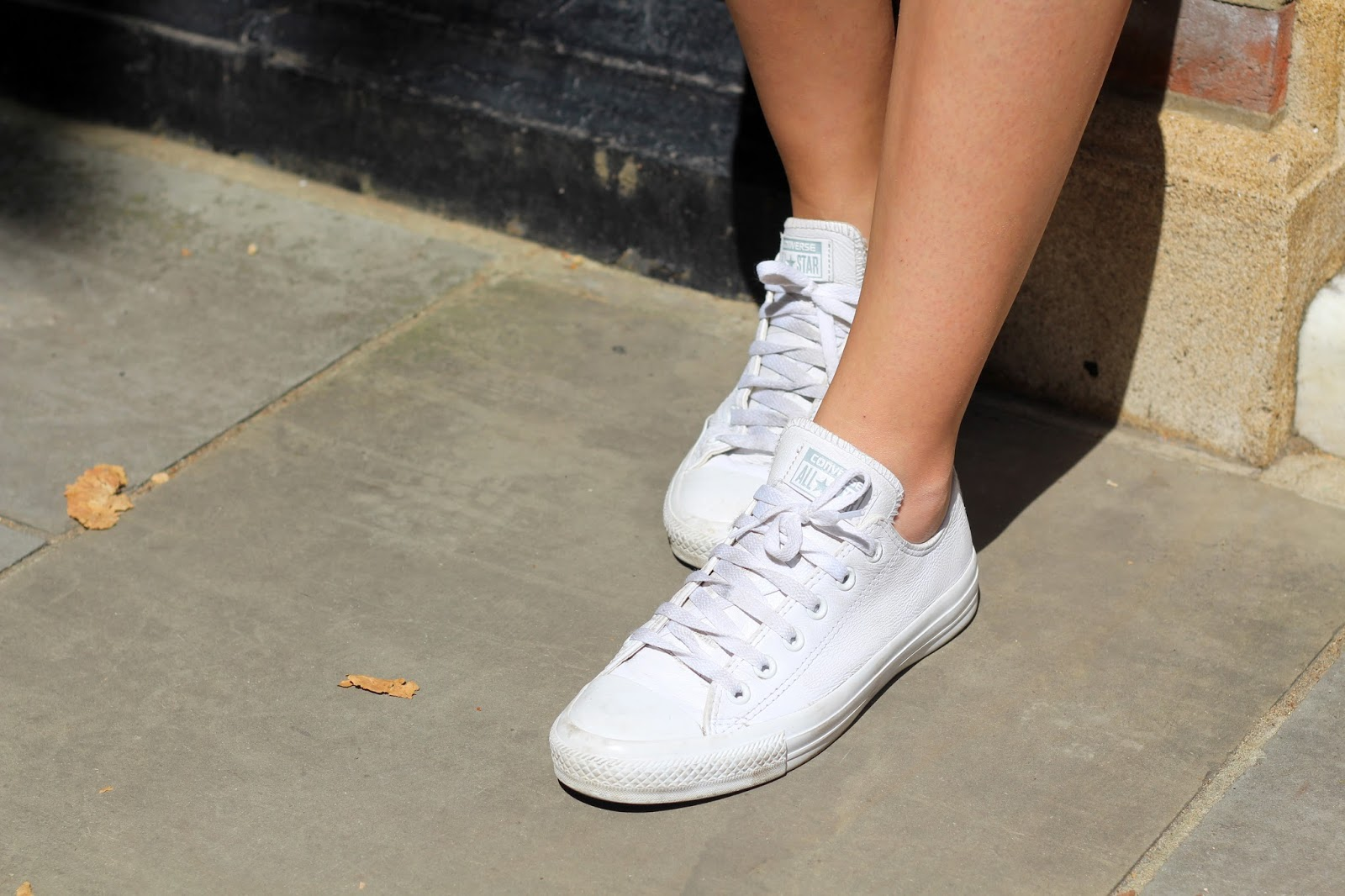 white leather converse peexo