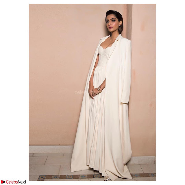 Sonam Kapoor Looks ravishing in a Deep neck Cream Gown ~ CelebsNet  Exclusive Picture Gallery 001.jpg