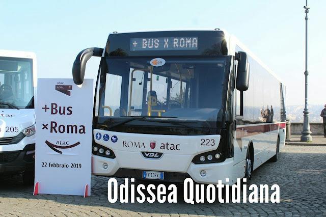 Atac, i bellissimi nuovi bus bianchi di Roma con i sedili scomodissimi