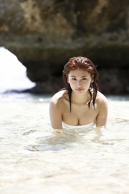 久松郁実 Hisamatsu Ikumi Sexy On Beach Images 16