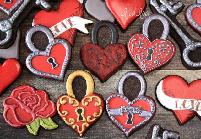 Sugar cookie decorating -- Valentine's Day padlock heart tutorial