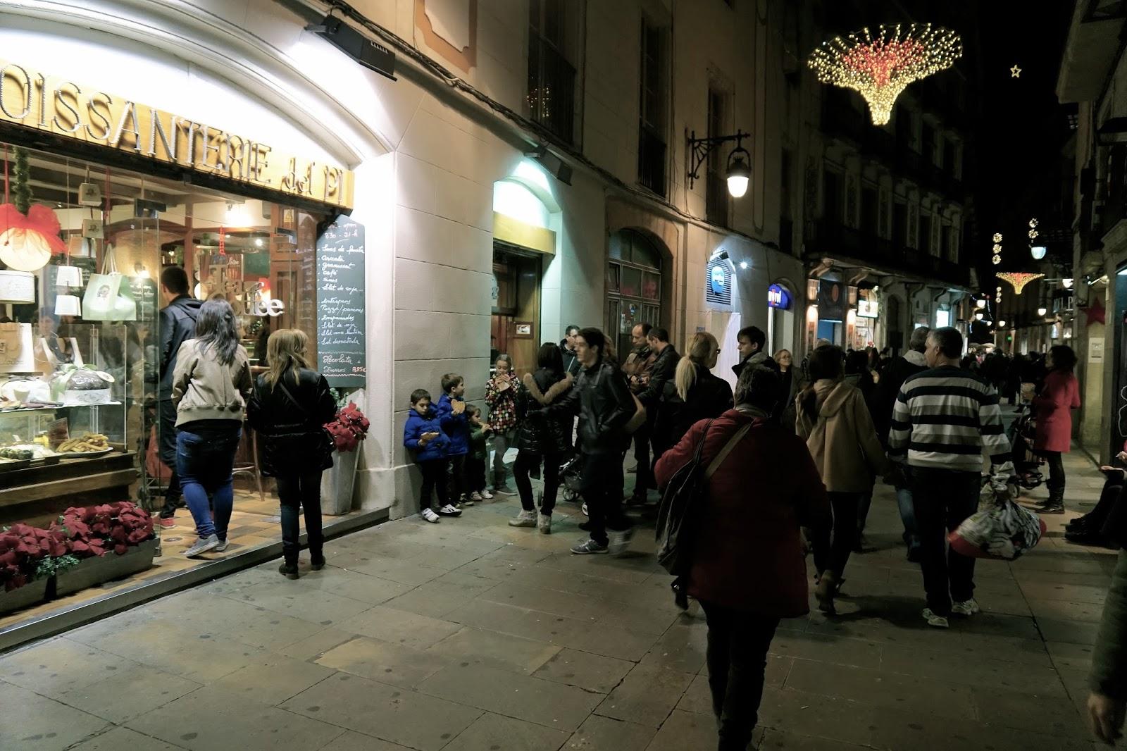 Croissanterie del Pi  週末の夜