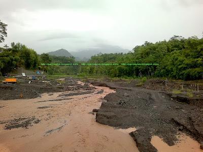 Banjir adalah resiko bahaya liburan musim hujan.