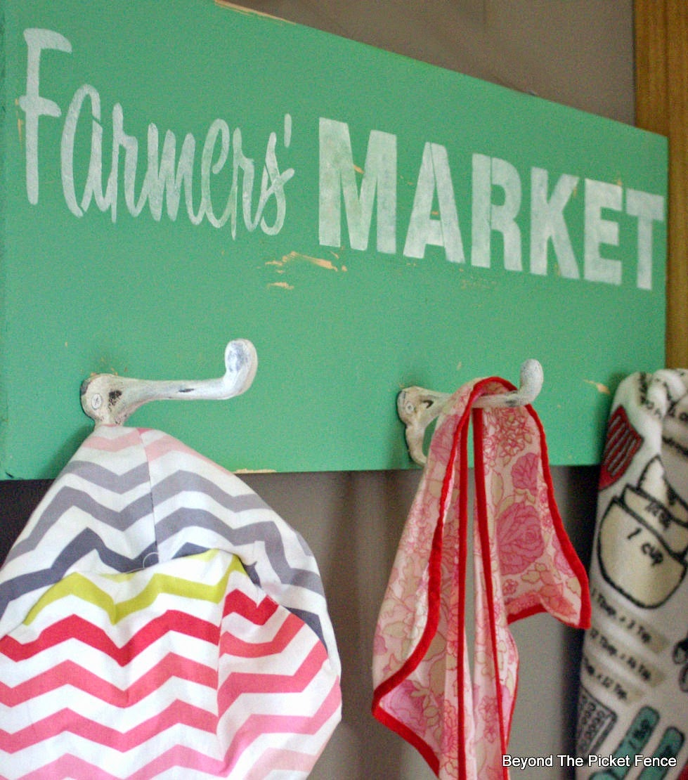 old sign, vintage, fusion mineral paint, stencil, coat hook, beyond the picket fence, http://bec4-beyondthepicketfence.blogspot.com/2015/03/farmers-market-coat-hook.html