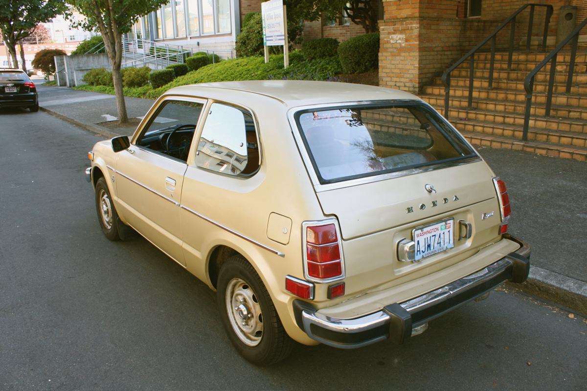 old parked cars golden eggs 1976 honda civic hatchback. Black Bedroom Furniture Sets. Home Design Ideas