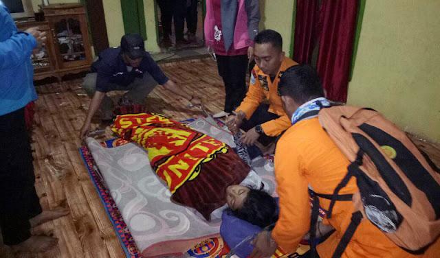 Anna Saat dievakuasi ke Pos V Gunung Bawakaraeng