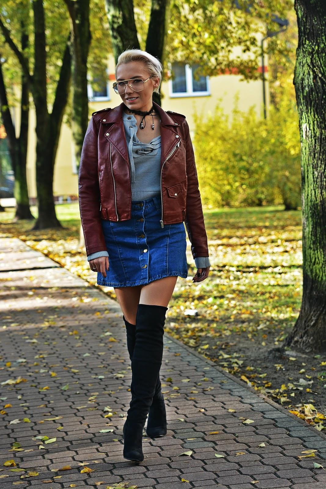 szary_plaszcz_spodnica_jeans_guziki_bordowa_ramoneska_karyn78
